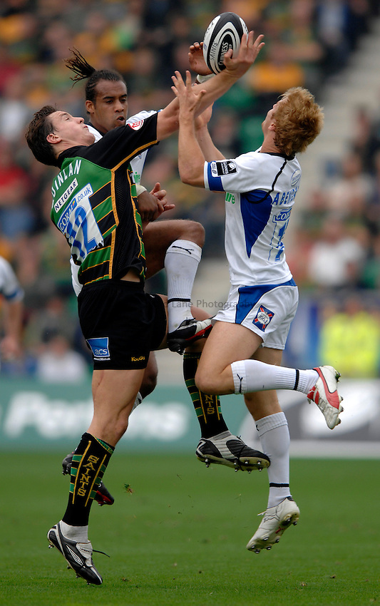 Photo: Richard Lane..Northampton Saints v Bath Rugby. Guinness Premiership. 16/09/2006. .Saints' David Quinlan wins a high ball as Bath's Andy Higgins and Nick Abendanon challenge.