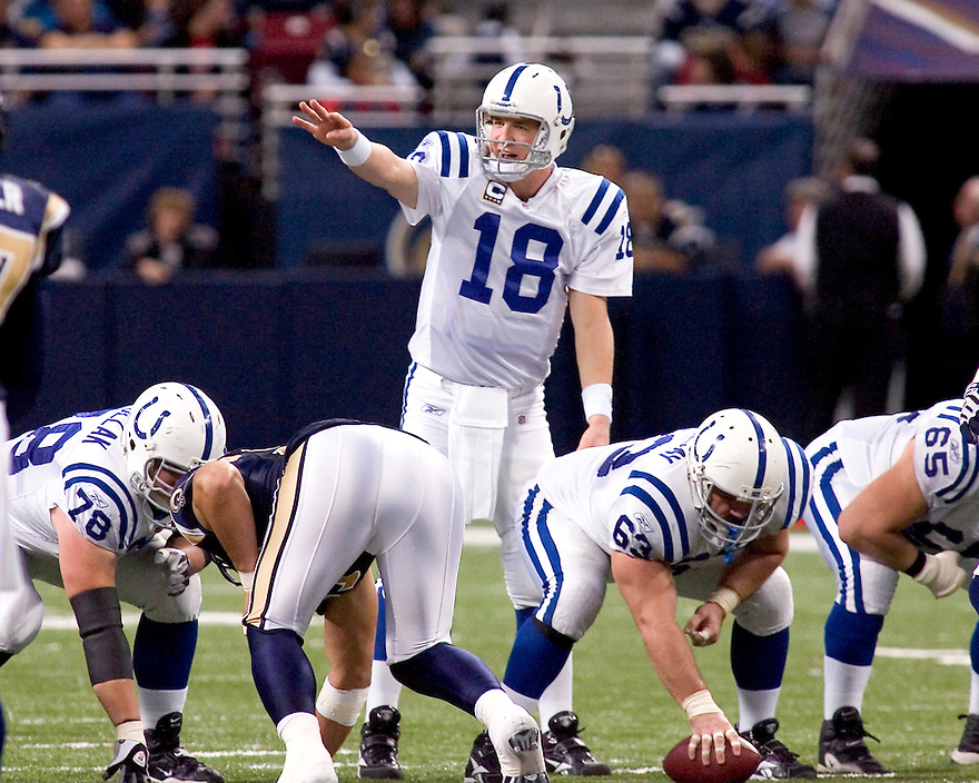 October 25, 2009 - St Louis, Missouri, USA - Colts quarterback Peyton Manning (18) calls a series of audibles in the game between the St Louis Rams and the Indianapolis Colts at the Edward Jones Dome.  The Colts defeated the Rams 42 to 6.  .