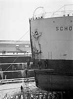 Januari 1963.  Scheepswerf Mercantile Marine Engineering in Antwerpen.  Schip Schönfels.