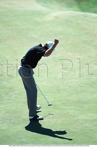 GREG OWEN (ENG) celebrates holing a putt, The Open Championship, Royal Lytham & St Annes 010722 Photo:Glyn Kirk/Action Plus...2001.Golf.British Open.celebration.celebrate.celebrating.celebrations.joy.golfer golfers