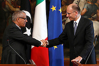 Il Primo Ministro libico Ali Zeidan ed il Presidente del Consiglio Enrico Letta, a destra, si stringono la mano al termine di conferenza stampa congiunta a Palazzo Chigi, Roma, 4 luglio 2013.<br /> Libyan Prime Minister Ali Zeidan shakes hands with Italian Premier Enrico Letta, right, at the end of a joint press conference at Chigi Palace, Rome, 4 July 2013.<br /> UPDATE IMAGES PRESS/Isabella Bonotto