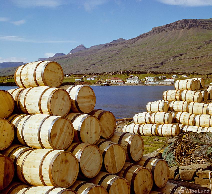 Breiðdalsvík, Breiðdalshreppur. Sildartunnur. /  Breiddalsvik, Breiddalshreppur. Herring barrels