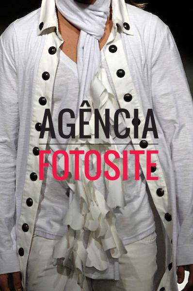 Sao Paulo, Brasil – 21/01/2006 - Detalhes do desfile de Caio Gobbi durante o São Paulo Fashion Week  -  Inverno 2006. Foto : Olivier Classe / Agência Fotosite