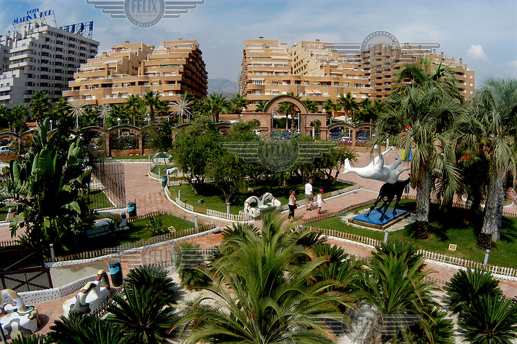 Holiday apartments, hotels and gardens in Marina d'Or.