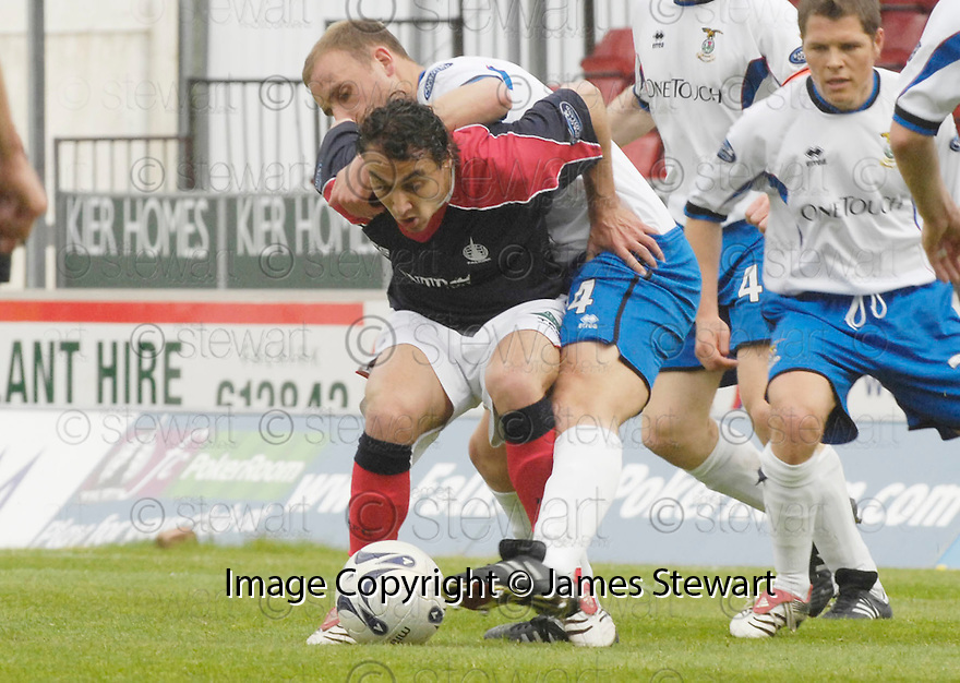 05/05/2007       Copyright Pic: James Stewart.File Name : sct_jspa02_falkirk_v_inverness.VITOR LIMA HOLDS OF GRANT MUNRO.James Stewart Photo Agency 19 Carronlea Drive, Falkirk. FK2 8DN      Vat Reg No. 607 6932 25.Office     : +44 (0)1324 570906     .Mobile   : +44 (0)7721 416997.Fax         : +44 (0)1324 570906.E-mail  :  jim@jspa.co.uk.If you require further information then contact Jim Stewart on any of the numbers above.........