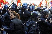 Roma, 12 Aprile 2012.Ministero del Lavoro.Via Fornovio.Manifestazione degli operai Sirti contro i licenziamenti..I carabinieri e la polizia caricano e respingono con i manganelli i lavoratori
