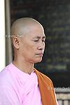 Daily routine in the Mahasi Sasana Yeiktha centre: Meditation before lunch at 10:30 - Burmese nun -  Thilashin