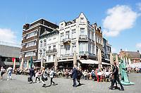 Nederland  Den Bosch  2016 . Terrasjes op de Markt. Foto  Berlinda van Dam / Hollandse Hoogte