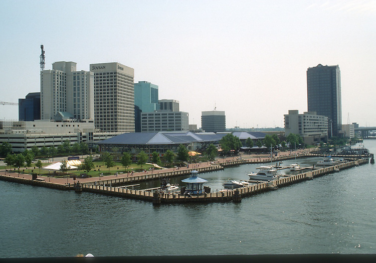 1991 June ..Redevelopment.Downtown South (R-9)..VIEWS OF NORFOLK FROM THE WATER.WATERFRONT.WATERSIDE MARINA WITH CITY IN BACKGROUND...NEG#.NRHA#..