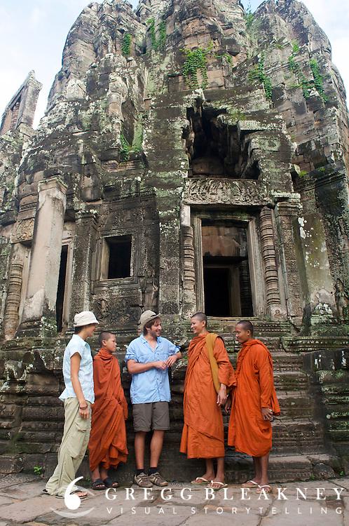 Monks @ Bayon, Angkor Thom Ruins - Angkor Wat, Cambodia