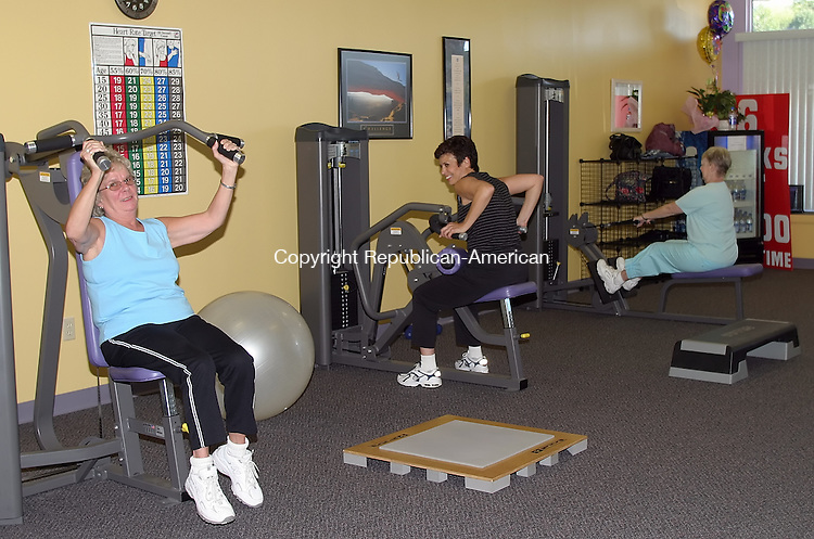 WATERBURY, CT- 21 September 2005- 092105DA04.JPG - Lady Fit. (clients working out) For Marketplace. Staff Photo. Darlene Douty