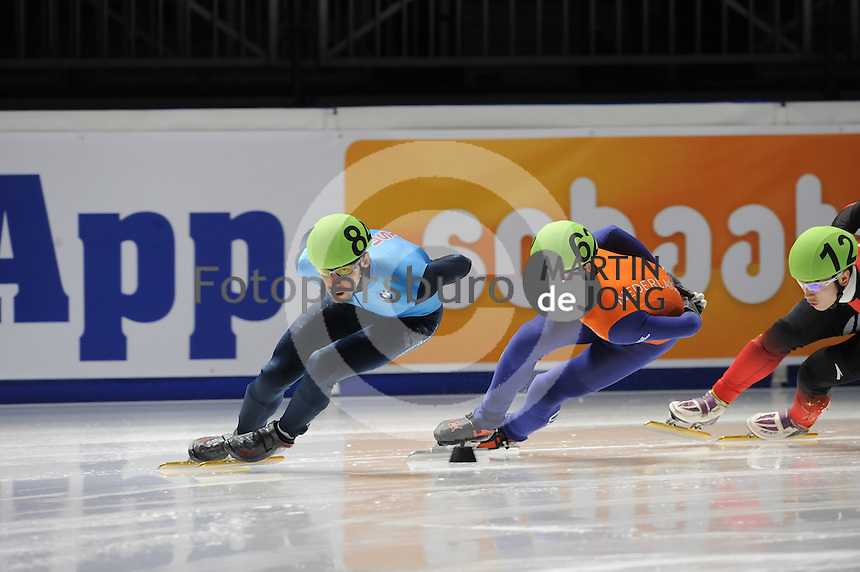 SCHAATSEN: DORDRECHT: Sportboulevard, Korean Air ISU World Cup Finale, 10-02-2012, Travis Jayner USA (84), Sjinkie Knegt NED (62), ©foto: Martin de Jong