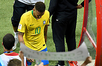 KAZAN - RUSIA, 06-07-2018: NEYMAR jugador de Brasil luce decepcionado después del partido de cuartos de final entre Brasil y Bélgica por la Copa Mundial de la FIFA Rusia 2018 jugado en el estadio Kazan Arena en Kazán, Rusia. / NEYMAR player of Brazil looks disappointed after the match between Brazil and Belgium of quarter final for the FIFA World Cup Russia 2018 played at Kazan Arena stadium in Kazan, Russia. Photo: VizzorImage / Julian Medina / Cont