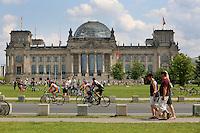 BERLIM, ALEMANHA, 09.06.2013 - CICLISMO ETAPA BERLIM - Competidores durante etapa Berlim do Garmin Velothon na capital da Alemanha, neste domingo, 09. (Foto: Henning Angerer / Pixathlon / Brazil Photo Press).