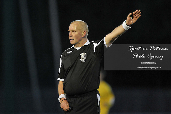 Referee Mr S Tate. AFC Hornchurch Vs St Albans. Capital League. The Stadium. Essex. 06/05/2010. Credit Sportinpictures/Garry Bowden