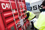 le 27 decembre 2012, L'ouverture des conteneurs pour vérification par les douanes se fait en présence d'un représentant de la société (info à compléter voir avec sophie Landrin) terminale France, Port 2000, du Havre (76)