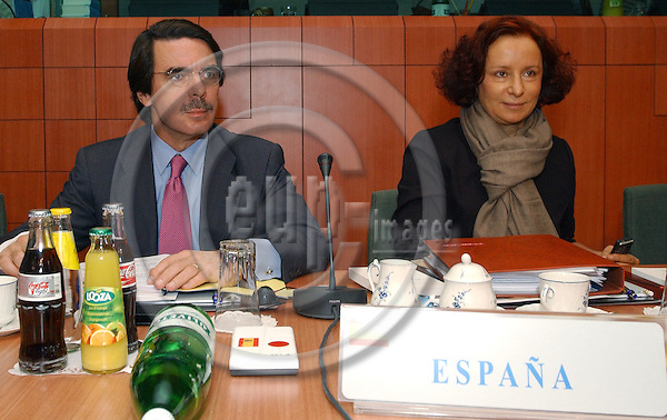 Brussels-Belgium - October 16, 2003---Intergovernmental Conference (IGC)/ European Council: Jos? Mar'a (Jose Maria) AZNAR (le), President of the Spanish Government and Ana PALACIO VALLELERSUNDI (ri), Spanish Minister for Foreign Affairs, at the beginning of the IGC in the 'Justus Lipsius' - seat of the Council of the European Union in Brussels---Photo: Horst Wagner/eup-images