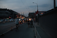 Di'anmenwai dajie, Quartier de Houhai, Pékin, soir de juin 2013.