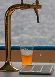 Kufel piwa na statku turystycznym w Giżycku.