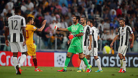 Calcio, Champions League: Juventus vs Siviglia: Torino, Juventus Stadium, 14 settembre 2016. <br /> Sevilla's Vitolo, second from left, greets Juventus&rsquo; goalkeeper Gianluigi Buffon, third from left, at the end of the Champions League Group H football match between Juventus and Sevilla at Turin's Juventus Stadium, 16 September 2016. The game ended 0-0.<br /> UPDATE IMAGES PRESS/Isabella Bonotto