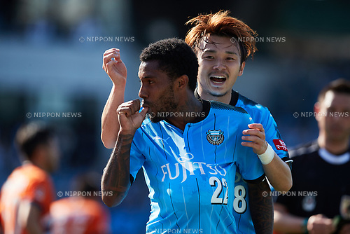 (L to R) <br /> Rhayner, <br /> Hiroyuki Abe (Frontale), <br /> MAY 5, 2017 - Football / Soccer : <br /> 2017 J1 League match <br /> between Kawasaki Frontale 3-0 Albirex Niigata <br /> at Todoroki Stadium in Kanagawa, Japan. <br /> (Photo by AFLO SPORT)
