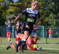 20190921 – LEUVEN, BELGIUM : OHL's goal keeper Mirthe Claes is pictured thwarting the goal attempt of E. Aalst's Margaux van Ackere, during a women soccer game between  Oud Heverlee Leuven Ladies B and Eendracht Aalst Ladies on the fourth matchday of the Belgian Division 1 season 2019-2020, the Belgian women's football  national division 1, Saturday 21th September 2019 at the Bruinveld Youth Complex, Domeinstraat in Leuven , Belgium. PHOTO SPORTPIX.BE | SEVIL OKTEM
