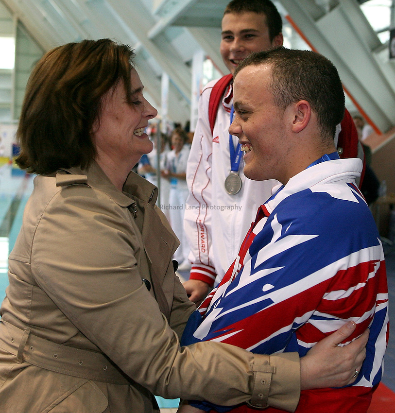 Photo: Paul Thomas..VISA Paralympic World Cup 2007. Swimming. 12/05/2007...Gareth Duke of Great Britain recieves his medal from Cherie Blair.