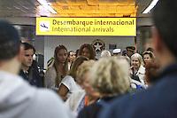 GUARULHOS, SP, 08.10.2013 - MOVIMENTAÇÃO AEROPORTO INTERNACIONAL DE GUARULHOS - Movimentacao de passageiros no desembarque internacional do Aeroporto Internacional de Guarulhos/São Paulo – Governador André Franco Montoro, na manha desta terca-feira, 08. (Foto: William Volcov / Brazil Photo Press).