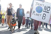 Vancouver (Canadá), 27/09/2019 - Greve Geral Pelo Clima / Vancouver - <br />  Manifestantes durante Greve Geral pelo Clima, na cidade de Vancouver, no Canadá, nesta sexta-feira, 27.(Foto: Clelio Tomaz/Brazil Photo Press)