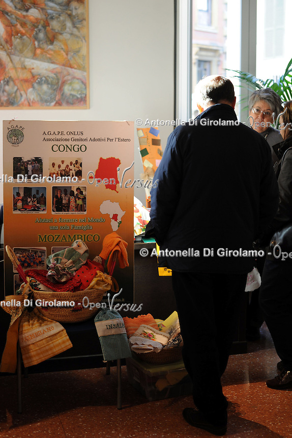 Associazione Agape onlus.Porte aperte alla Upter.Mostra mercato di artigiani, artisti e cultori del vintage ospitata nei locali della Università Popolare di Roma. La manifestazione si tiene ogni terza domenica del mese..Doors open at Upter.Trade Show fair of artisans, artists and lovers of Vintage. The event is in the premises of the Popular University of Rome and is held every third Sunday of the month..