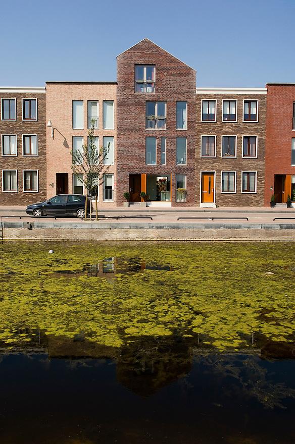 Nederland, Amersfoort, 11 sept 2006Retro-stijl in vinex-wijk, vinex lokatie Vathorst, een nieuwe  nieuwbouwwijk bij Amersfoort. Architektuur die doet denken aan de gouden eeuw, herenhuizen, grachtenpandenFoto: (c) Michiel Wijnbergh