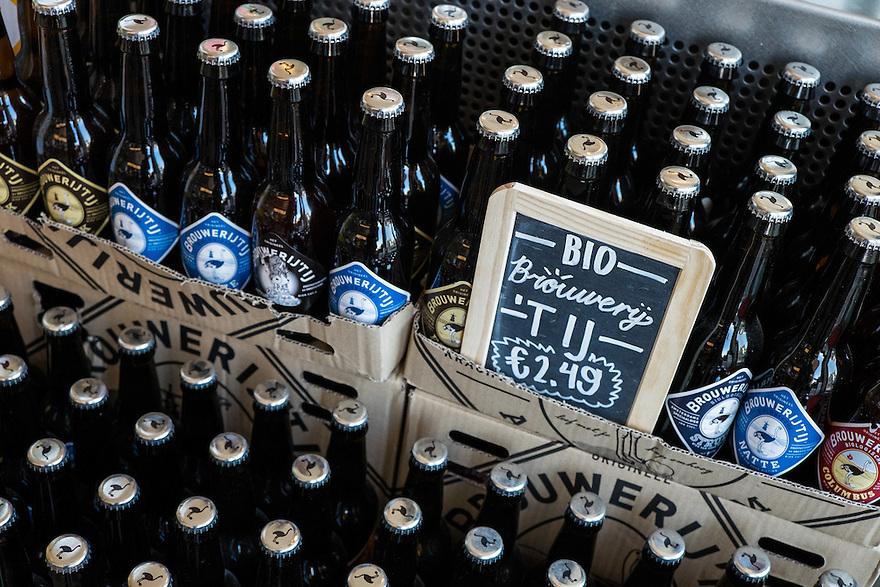 Nederland, Amsterdam, 8 maart  2015<br /> Biologisch bier van brouwerij 't IJ. <br />  <br /> Foto: (c) Michiel Wijnbergh