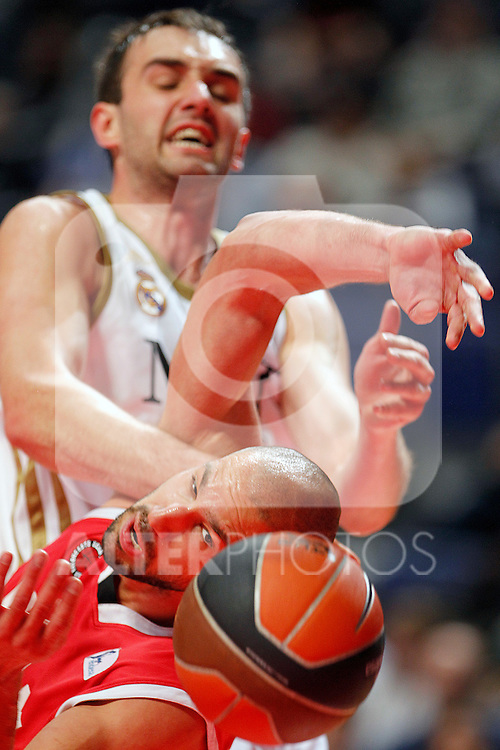 Real Madrid's Mirza Begic (t) and UCAM Murcia's James Augustine during Liga Endesa ACB match.April 1,2012. (ALTERPHOTOS/Acero)