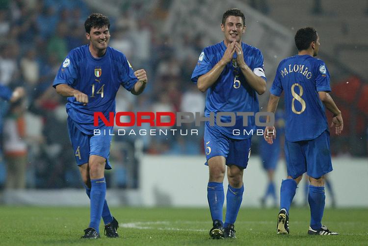 U21 - EM 2004 - Finale<br /> Serbien und Montenegro vs. Italien 0:3<br /> Cesare Bovo (links), Daniele Bonera (Mitte) und Angelo Palombo (rechts) von Italien koennen es kaum fassen. Mit einem 3:0 Sieg ueber Serbien und Montenegro wird Italien Europameister 2004 der U21.<br /> Foto &copy; nordphoto - Ruediger Lampe<br /> <br /> <br /> <br />  *** Local Caption *** Foto ist honorarpflichtig! zzgl. gesetzl. MwSt.<br />  Belegexemplar erforderlich<br /> Adresse: nordphoto<br /> Georg-Reinke-Strasse 1<br /> 49377 Vechta