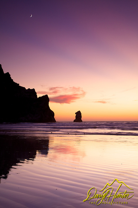Crescent moon, sunset, light beams, reflection, low tide, Beach, Morro Bay, California