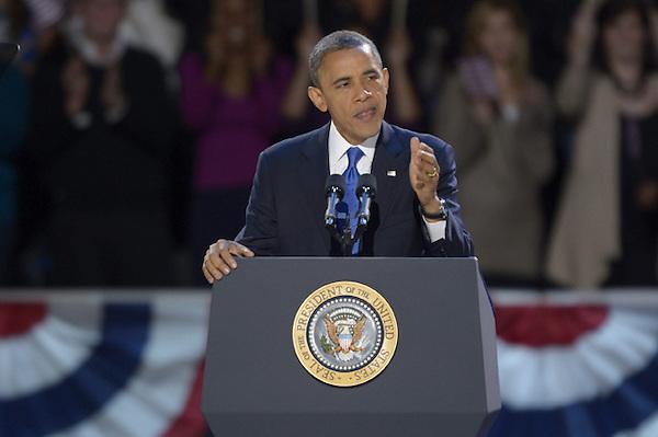 TAN320 CHICAGO (ESTADOS UNIDOS) 07/11/2012.- El presidente estadounidense, Barack Obama, da un discurso durante fiesta organizada por el comité de campaña demócrata en el centro de convenciones McCormick Place en Chicago, Illinois (Estados Unidos) anoche.  El presidente de EEUU, Barack Obama, venció en las elecciones del martes a su contrincante republicano Mitt Romney. EFE/Tannen Maury