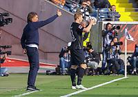 Trainer Martin Schmidt (FC Augsburg) mit Martin Hinteregger (Eintracht Frankfurt) - 14.04.2019: Eintracht Frankfurt vs. FC Augsburg, Commerzbank Arena, 29. Spieltag DISCLAIMER: DFL regulations prohibit any use of photographs as image sequences and/or quasi-video.