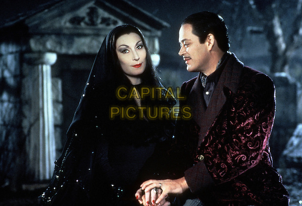 Addams Family Values (1993)<br /> Anjelica Huston, Raul Julia<br /> *Filmstill - Editorial Use Only*<br /> CAP/KFS<br /> Image supplied by Capital Pictures