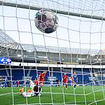 Tor zum 0:1: Dani Olmo (Leipzig) trifft gegen Torwart Oliver Baumann (Hoffenheim).<br /> <br /> Sport: Fussball: 1. Bundesliga: Saison 19/20: 31. Spieltag: TSG 1899 Hoffenheim - RB Leipzig, 12.06.2020<br /> <br /> Foto: Markus Gilliar/GES/POOL/PIX-Sportfotos