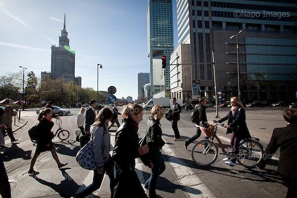 WARSAW, APRIL 19, 2011:.Poles walking on the street in central Warsaw..(Photo by Piotr Malecki / Napo Images)..WARSAW, POLAND, 19/04/2011:.Przechodnie na ulicy w centrum Warszawy..Fot: Piotr Malecki / Napo Images