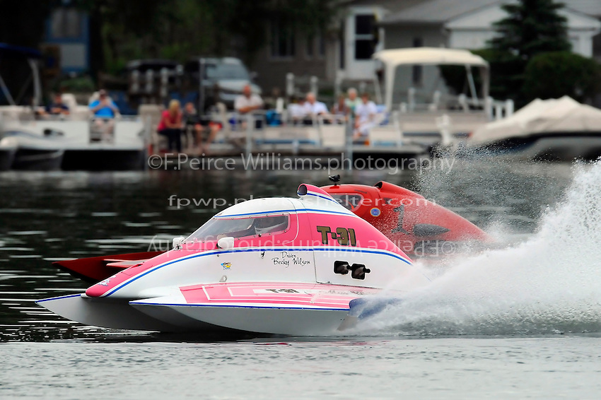 "13-14 June, 2009, APBA Inboards, Walled Lake, Novi, MI. USA.Becky Wilson, T-31 ""Miss Circus Circus"", 1 Litre Stock hydroplane.©F. Peirce Williams 2009 USA.F.Peirce Williams.photography.ref: RAW (.NEF) File Available"