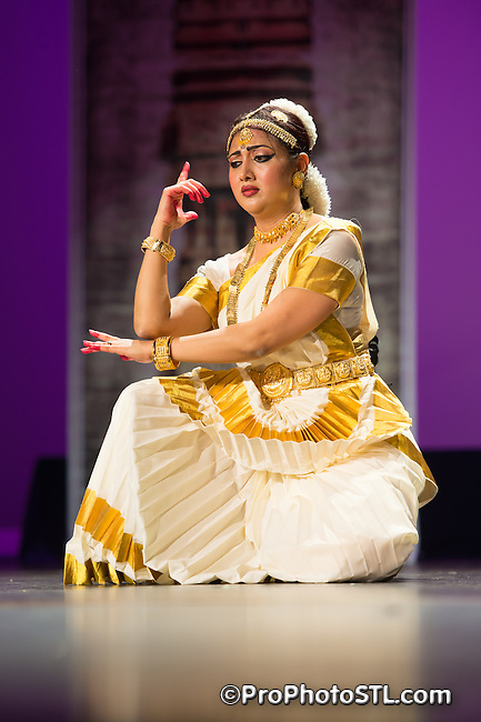 Mohiniyattam recital by Smitha Rajan at Indian Dance Festival at Clayton High School Auditorium in St. Louis, MO on April 13, 2014.