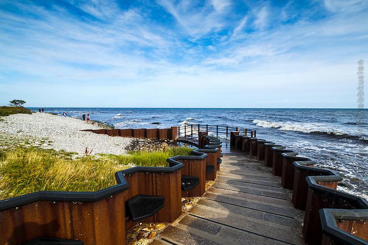 Vågor rullar in vid Sveriges sydligaste udde Smygehuk i Skåne