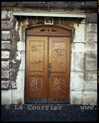 Genève, le 21.11.2006.Une porte rue Saint Léger, quartier de Plainpalais..© J.-P. Di Silvestro / Le Courrier