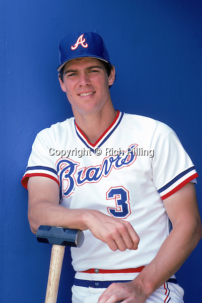 1983:  Dale Murphy #3 of the Atlanta Braves poses for a portrait in 1983. (Photo by Rich Pilling)