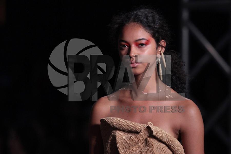SAO PAULO, SP, 27.04.2019 - MODA-SP -Modelo durante desfile da marca Flavia Aranha durante a edição 47 da São Paulo Fashion Week, no espaço Arca, na zona oeste de São Paulo, neste sábado, 27. (Foto: Ciça Neder / Brazil Photo Press / Folhapress)