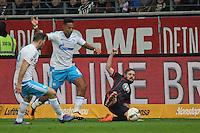 Marc Stendera (Eintracht) gegen Dennis Aogo und Sead Kolasinac (Schalke) - Eintracht Frankfurt vs. FC Schalke 04, Commerzbank Arena