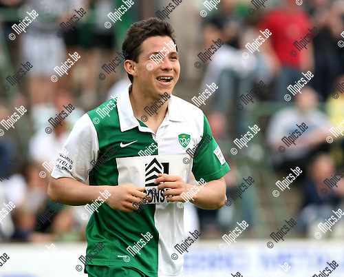 2010-04-25 / Voetbal / seizoen 2009-2010 / Racing Mechelen - Racing Waregem / Cesar Urueta na de 4-1, zijn 3e doelpunt van de middag..Foto: mpics