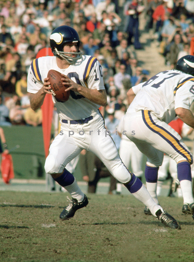 Minnesota Vikings Fran Tarkenton(10) in action during a game from the 1978 season with the Minnesota Vikings. Fran Tarkenton played for 18 years with two different teams, was a 9-time Pro Bowler  and was inducted to the Pro Football Hall of Fame in 1986.(SportPics)