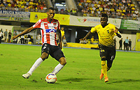 BARRANCABERMEJA- COLOMBIA - 24 - 07 - 2017: Yuber Asprilla (Der.) jugador de Alianza Petrolera, disputa el balón con James Sanchez (Izq.) jugador de Atletico Junior, durante partido Alianza Petrolera y Atletico Junior, de la fecha 4 por la Liga Aguila II 2017 en el estadio Daniel Villa Zapata en la ciudad de Barrancabermeja. / Yuber Asprilla (R) player of Alianza Petrolera, figths the ball with James Sanchez (L) player of Atletico Junior, during a match between Alianza Petrolera and Atletico Junior, for date 4th the Liga Aguila II 2017 at the Daniel Villa Zapata stadium in Barrancabermeja city. Photo: VizzorImage  / Jose D Martinez / Cont.